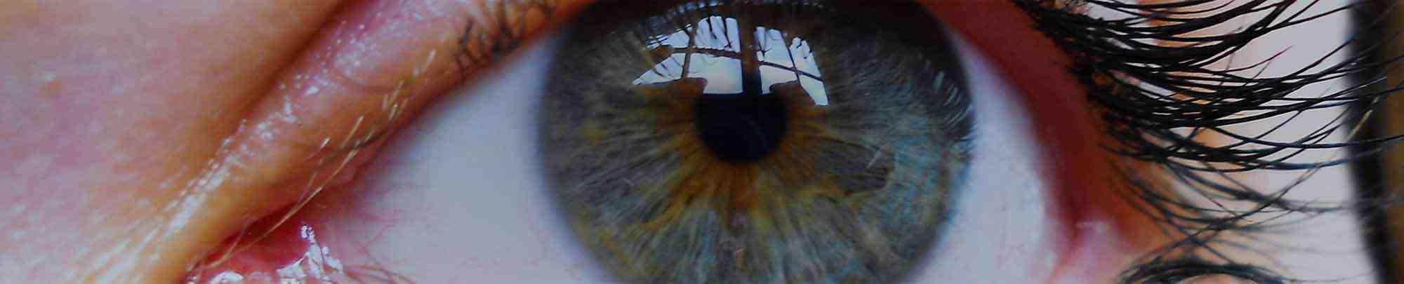 Zbliżenie na błękitne kobiece oko